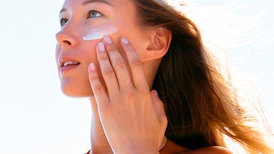 Санскрины и SPF — что нужно знать о защите кожи от солнца